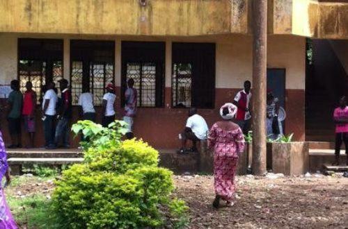 Article : L'école guinéenne marche sur la tête